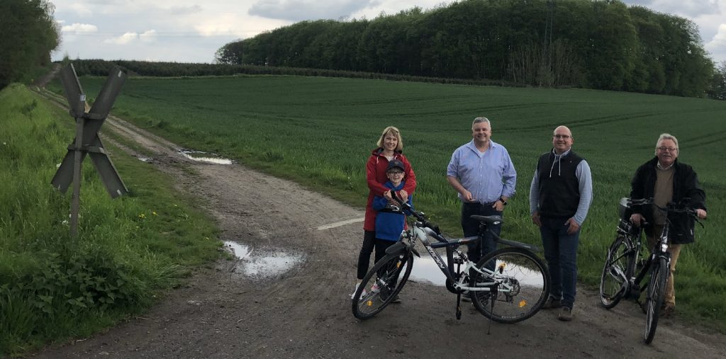 Tine Petzille mit Sohn, Andre Averdiek, Stephan Sprekelmeyer, Ludwig Bußmann fordern Radwegekonzept.